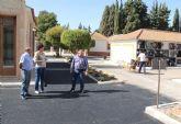 Nuevo asfalto y pintura, más de 1.000 plazas de aparcamiento y más servicio de transporte público en el Cementerio Municipal para el Día de los Santos