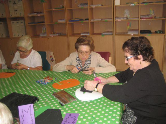 Brujas y calabazas se adueñan de los Centros de Día de El Algar y Los Dolores - 1, Foto 1