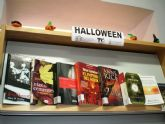 La Biblioteca Municipal se prepara para la festividad de Halloween con la decoración de la sección infantil y una selección de lecturas sobre esta temática
