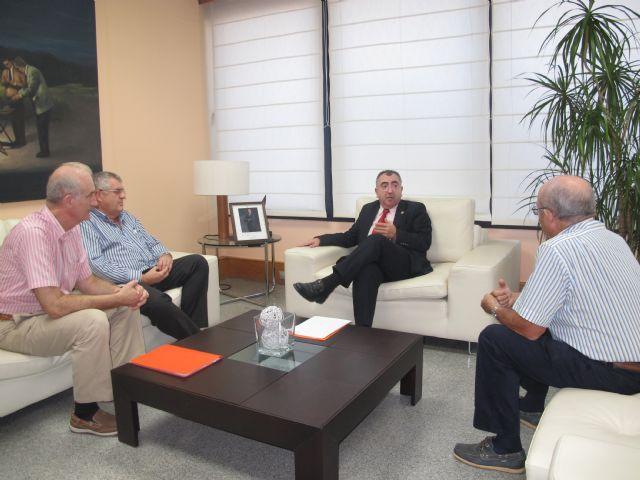 Reunión del consejero Manuel Campos con el presidente de la sociedad Puerto Deportivo Isla Plana - 1, Foto 1