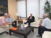 Reunión del consejero Manuel Campos con el presidente de la sociedad Puerto Deportivo Isla Plana