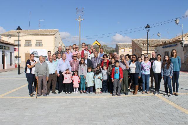 El alcalde y el concejal de pedanías presentan las obras realizadas en la Plaza de las Escuelas de la Cañada del Trigo - 2, Foto 2