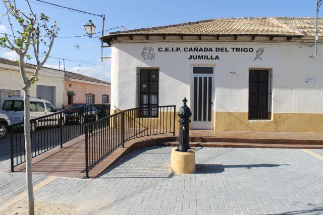 El alcalde y el concejal de pedanías presentan las obras realizadas en la Plaza de las Escuelas de la Cañada del Trigo - 3, Foto 3