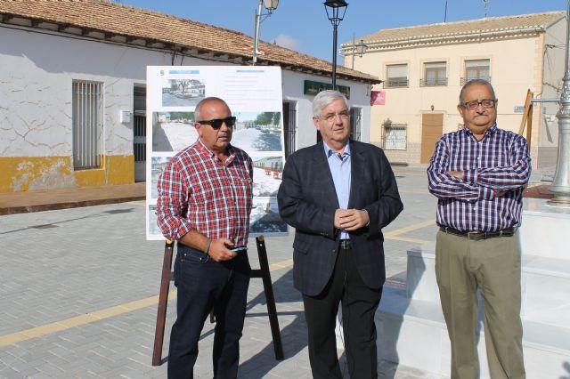 El alcalde y el concejal de pedanías presentan las obras realizadas en la Plaza de las Escuelas de la Cañada del Trigo - 5, Foto 5