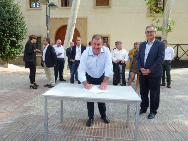 Andrés García firma el Código Ético socialista por la transparencia y contra la corrupción