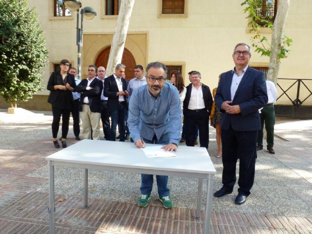 El candidato a alcalde de Caravaca de la Cruz, José Moreno Medina, ha firmado el código de compromiso ético - 1, Foto 1