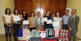 Miralles valora el esfuerzo de las 11 mujeres de Santomera que han concluido el taller de costura de la Asociación ´Proyecto Abraham´