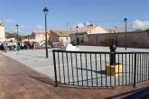 El alcalde y el concejal de pedanías presentan las obras realizadas en la Plaza de las Escuelas de la Cañada del Trigo