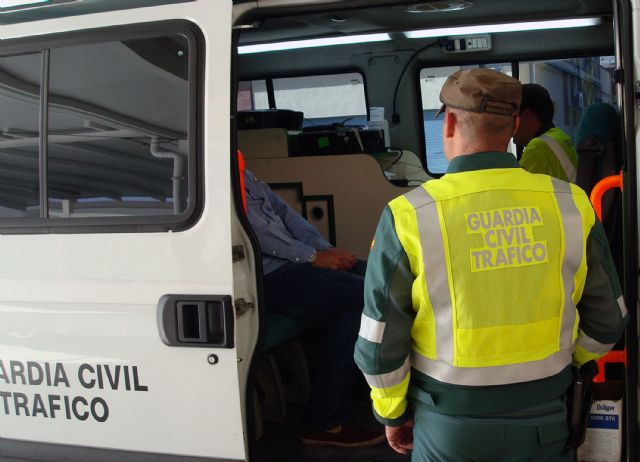 The Civil Guard detained a driver for impersonating a known to lead to total loss of marks, Foto 2