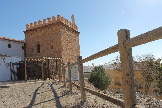 La Torre de los Caballos mejora su imagen para las fiestas del Milagro - 1, Foto 1