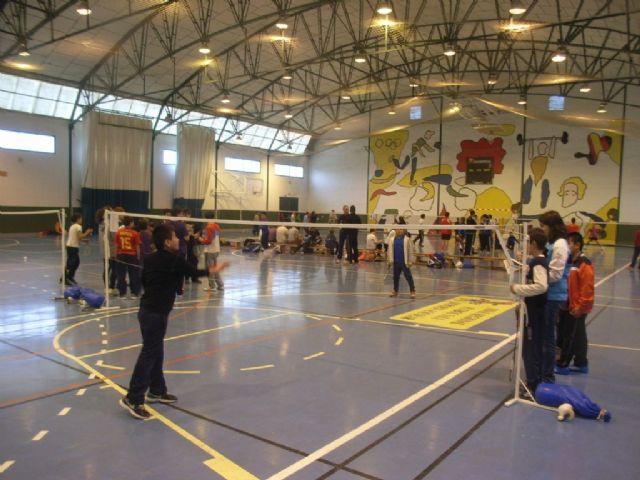 La Concejalía de Deportes organizó la Fase Local de Bádminton de Deporte Escolar., Foto 2