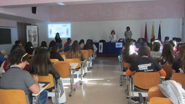 Cuatro estudiantes de los IES de Totana participan en la sexta edición del programa de Corresponsales Juveniles para el curso 2014/2015, Foto 2