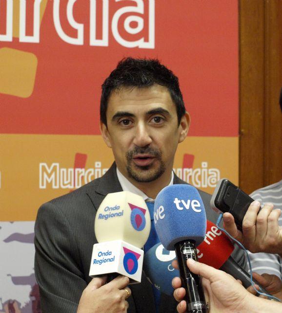 Serna califica como interesante y positivo el proyecto de 'crowdfunding' planteado por los pequeños accionistas del Real Murcia - 1, Foto 1