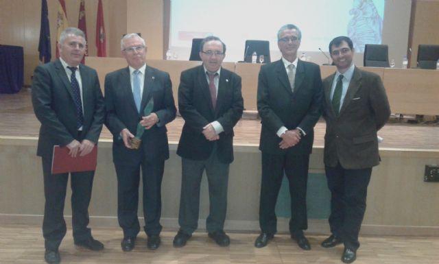 El ex rector Cobacho, reconocido con el Corazón Solidario de la Asociación Murciana de Trasplantados - 1, Foto 1