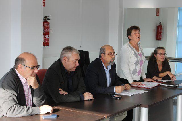 El alcalde se reúne con los vecinos de Camposol afectados por las inundaciones de septiembre, Foto 1