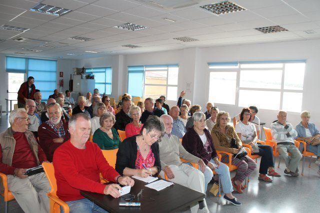 El alcalde se reúne con los vecinos de Camposol afectados por las inundaciones de septiembre, Foto 3