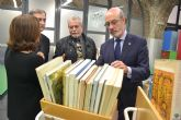 El arquitecto Juan Antonio Molina dona un tercio de su biblioteca a la UPCT