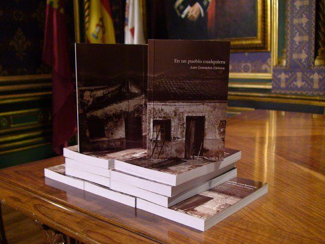 Juan Granados presenta su libro En un pueblo cualquiera - 1, Foto 1