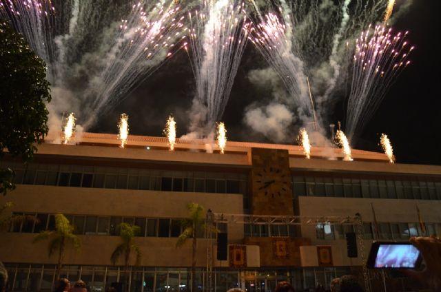 Música y fuegos artificiales para recibir al Patrón en la procesión del día grande de las fiestas - 1, Foto 1