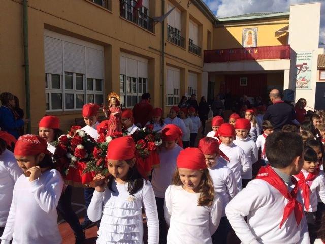Autoridades Municipales acompañan a las comunidades educativas de los colegios Reina Sof�a y Santa Eulalia en las respectivas romer�as escolares, Foto 1