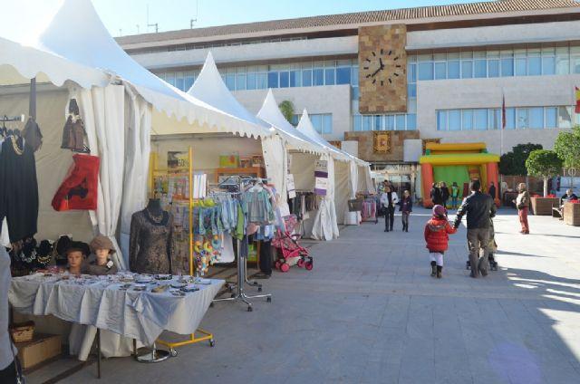 Una particular Masterclass de corte de jamón y la Feria del Comercio llenaron de público la plaza de España - 4, Foto 4
