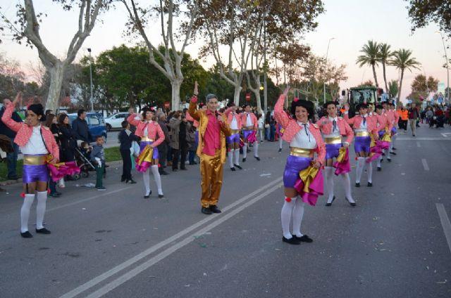 Un multitudinario desfile de carrozas ponía fin ayer a las fiestas patronales 2014 - 1, Foto 1