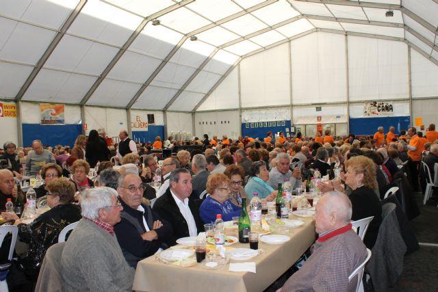 Mil personas disfrutan del día del mayor en la carpa municipal - 2, Foto 2