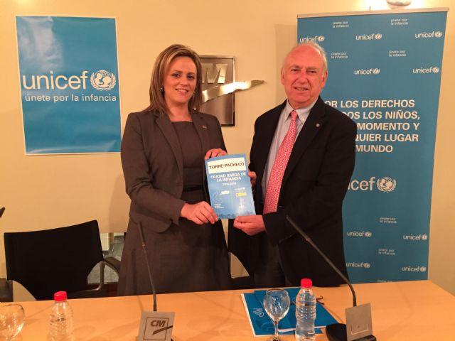 El Ayuntamiento de Torre-Pacheco y UNICEF firman un acuerdo de colaboración - 1, Foto 1