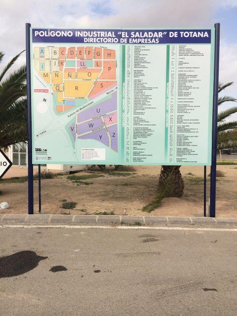 El Polígono Industrial El Saladar cuenta ya con un directorio que indica en qué lugar se encuentra cada empresa, Foto 1