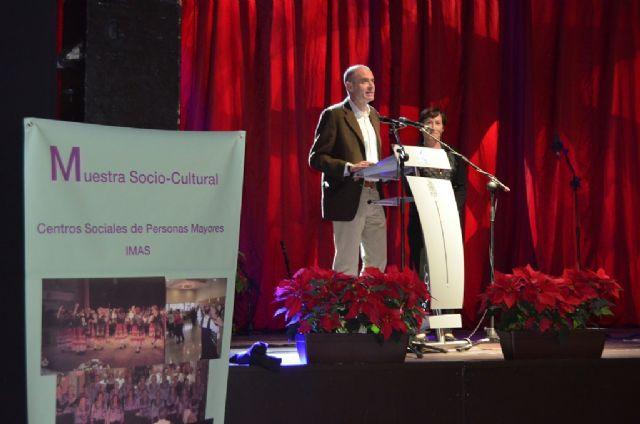 Alberto Garre asistió ayer en San Javier a la muestra sociocultural de los centros de mayores del IMAS que reunió a cerca de 800 personas en la carpa - 3, Foto 3