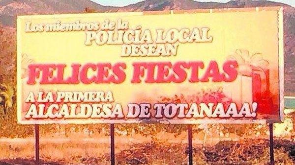 Los miembros de la Polic�a Local desean Felices Fiestas a la primera alcaldesa de Totanaaa!, Foto 1