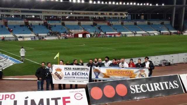 Más de 50 aficionados madridistas se desplazaron a Almería para presenciar el encuentro entre el Almería CF y el Real Madrid - 2