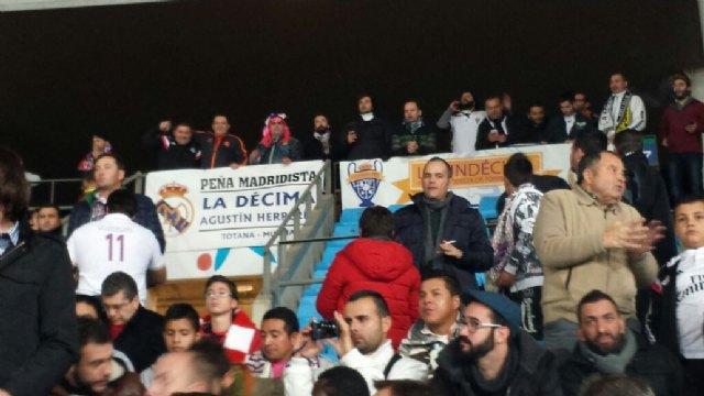 Más de 50 aficionados madridistas se desplazaron a Almería para presenciar el encuentro entre el Almería CF y el Real Madrid - 7