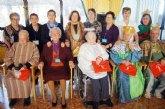 Autoridades municipales felicitan la Navidad a los usuarios de la Residencia La Purísima de Totana