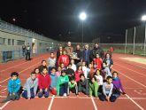 Gesto del corredor, Juan José Jiménez, al donar a la concejalía de Deportes el desfibrilador