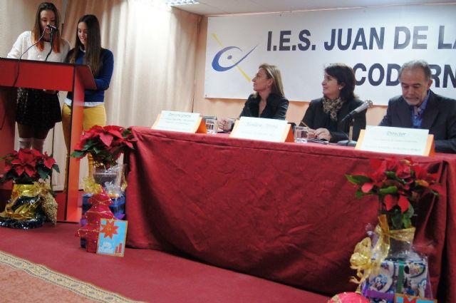 Los diecis�is alumnos de la VIII Promoci�n del Bachillerato Internacional del IES Juan de la Cierva y Codorni� reciben sus diplomas acreditativos, Foto 2