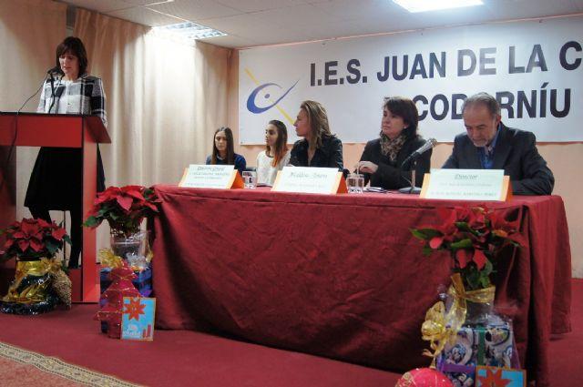 Los diecis�is alumnos de la VIII Promoci�n del Bachillerato Internacional del IES Juan de la Cierva y Codorni� reciben sus diplomas acreditativos, Foto 4