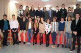 Los dieciséis alumnos de la VIII Promoción del Bachillerato Internacional del IES Juan de la Cierva y Codorniú reciben sus diplomas acreditativos