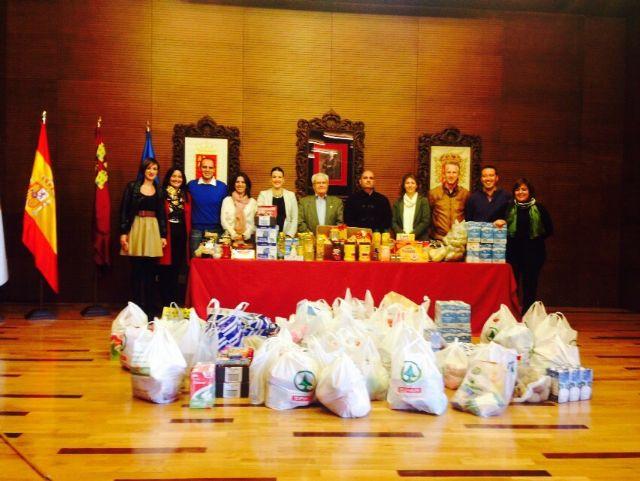 El equipo de gobierno dona más de 100 kilos de alimentos - 1, Foto 1