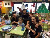 Bomberos de Murcia entregan juguetes educativos a niños ingresados en el Hospital Virgen de la Arrixaca