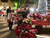 Comerciantes de Totana instalan Mercado de Navidad en la plaza de la Constitución durante toda la jornada dominical