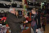 Esther Clavero fomenta las compras navideñas en comercios de Molina
