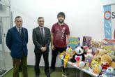 Los estudiantes de la UPCT donan un centenar de juguetes