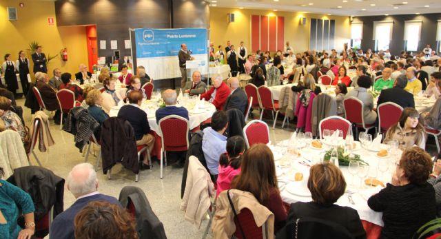 Multitudinaria comida navideña del Partido Popular de Puerto Lumbreras con recogida solidaria de alimentos y juguetes - 1, Foto 1