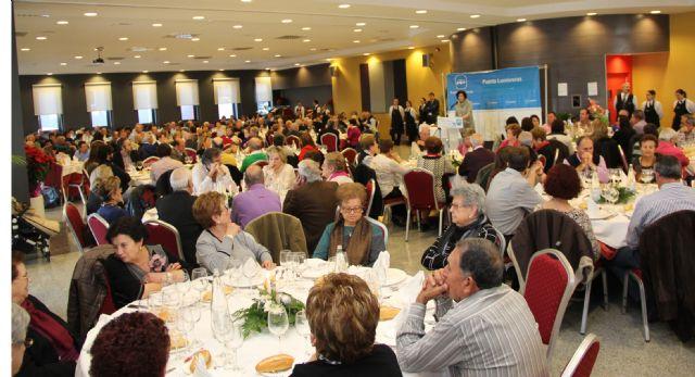 Multitudinaria comida navideña del Partido Popular de Puerto Lumbreras con recogida solidaria de alimentos y juguetes - 2, Foto 2