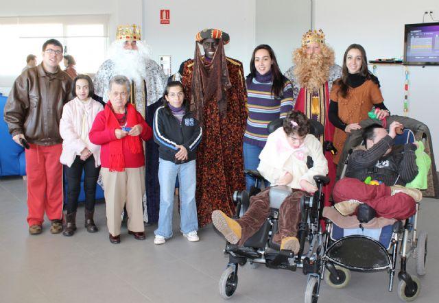 Los Reyes Magos visitan a los mayores del Centro de Día de Puerto Lumbreras - 1, Foto 1