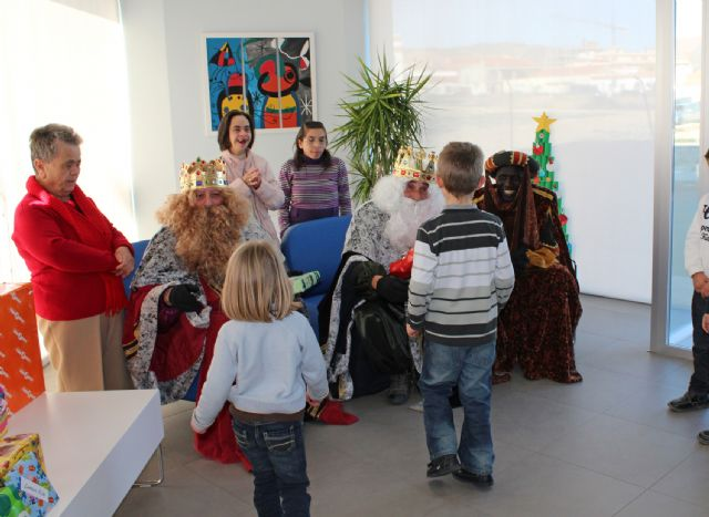 Los Reyes Magos visitan a los mayores del Centro de Día de Puerto Lumbreras - 2, Foto 2