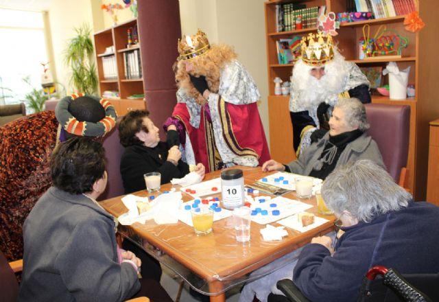 Los Reyes Magos visitan a los mayores del Centro de Día de Puerto Lumbreras - 3, Foto 3