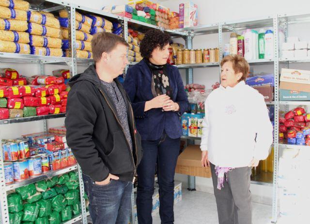 El Ayuntamiento y Cáritas Parroquial reforzaron la Campaña Solidaria de alimentos, ropa y juguetes en Navidad - 1, Foto 1