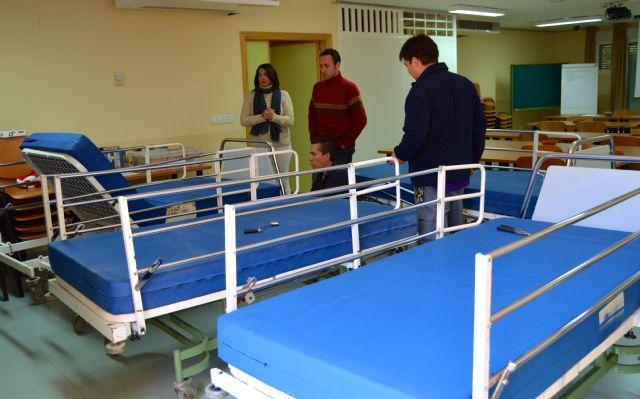 Hospital La Vega dona 4 camillas articuladas a una asociación de niños y adolescentes con autismo - 1, Foto 1